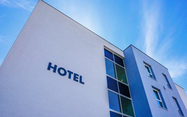Отель Aero44 Бельгия, Виллер-ла-Виль - отзывы, цены и фото номеров - забронировать отель Aero44 онлайн вид на фасад