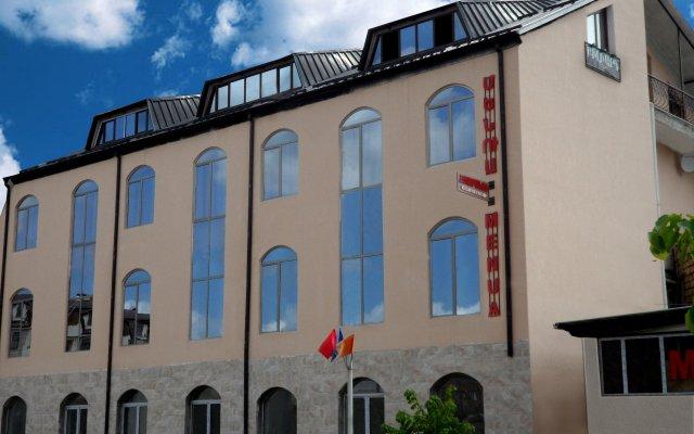 Отель Менуа