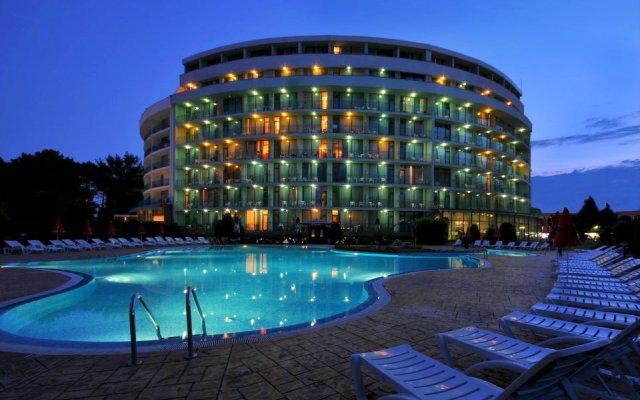 Отель COLOSSEUM бассейн