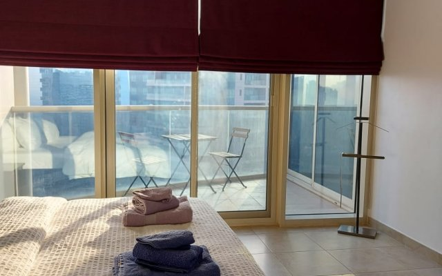 1 Bedroom Apartment with balcony and lake view 1