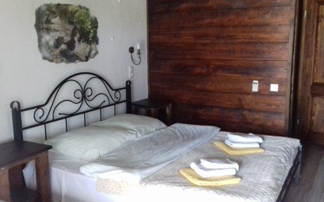 Alaku Hotel 1