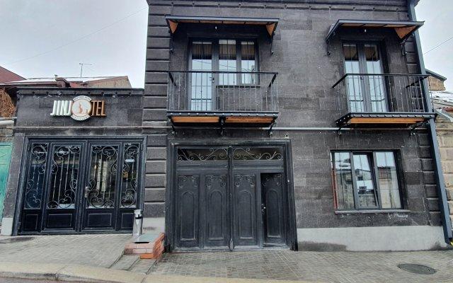 Отель Jinjotel Boutique Армения, Гюмри - отзывы, цены и фото номеров - забронировать отель Jinjotel Boutique онлайн вид на фасад