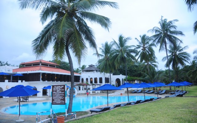 Отель Jacaranda Indian Ocean Beach Resort