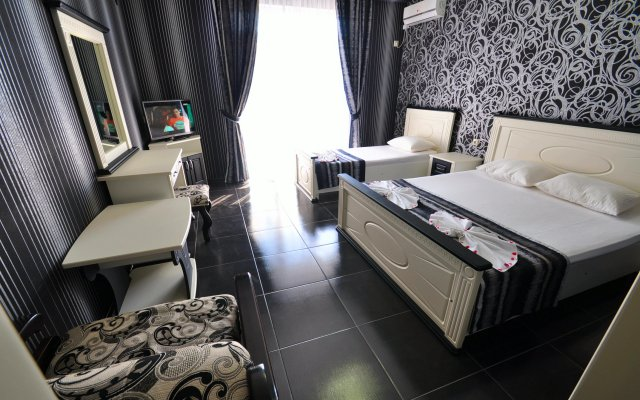 Royal Hotel 0