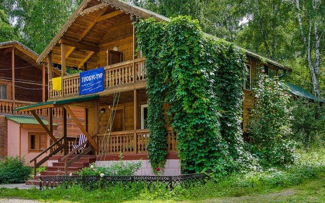 Гостиница База отдыха Глобус в Ае отзывы, цены и фото номеров - забронировать гостиницу База отдыха Глобус онлайн Ая вид на фасад