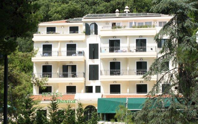 Отель Danica