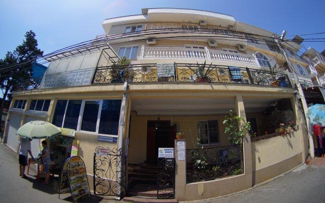 Гостевой Дом Грант вид на фасад