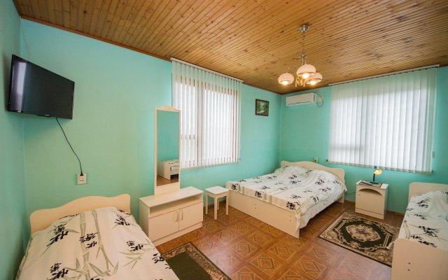 Na Chernomorskoj Hotel 1