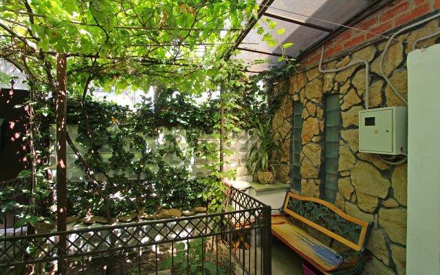 2 Nomera I Zelyonyij Dvorik Guest House 1