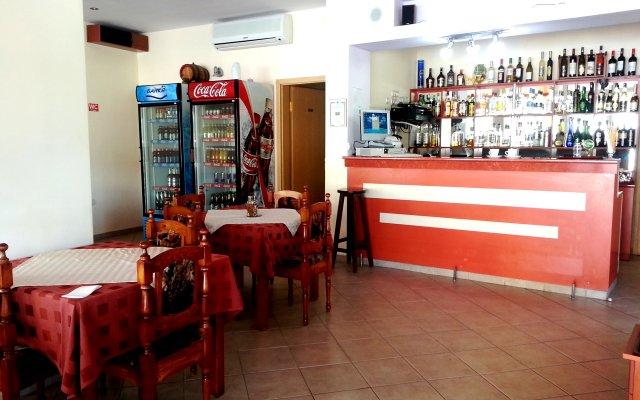 Апартаменты Menada Julia Солнечный берег гостиничный бар