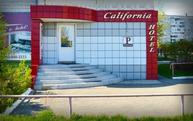 Гостиница Калифорния вид на фасад