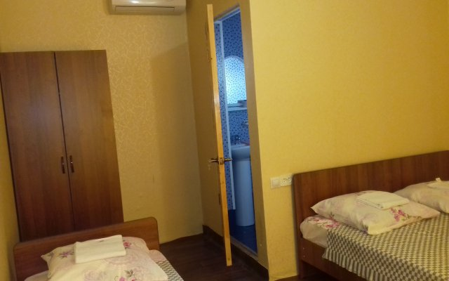 Chernoe More Guest House 2