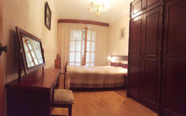 Tryohkomnatnaya Kvartira Naprotiv Hrama Apartments 0