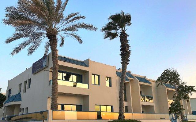 Отель Мини-Отель Al Corniche hotel Villa Alisa ОАЭ, Шарджа - отзывы, цены и фото номеров - забронировать отель Мини-Отель Al Corniche hotel Villa Alisa онлайн вид на фасад