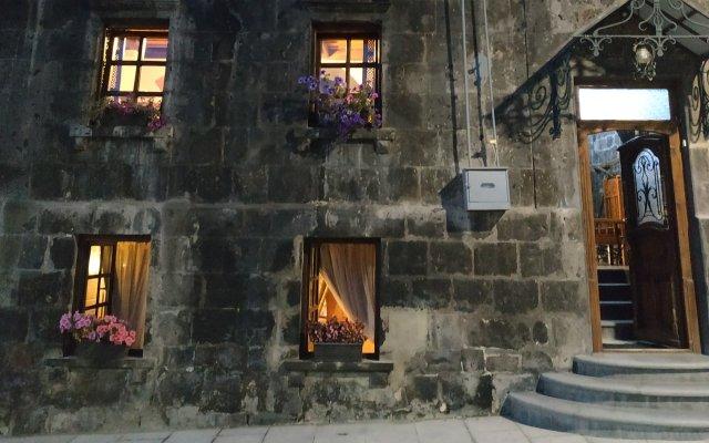 Отель Гостевой дом Hye Aspet Армения, Гюмри - 1 отзыв об отеле, цены и фото номеров - забронировать отель Гостевой дом Hye Aspet онлайн вид на фасад