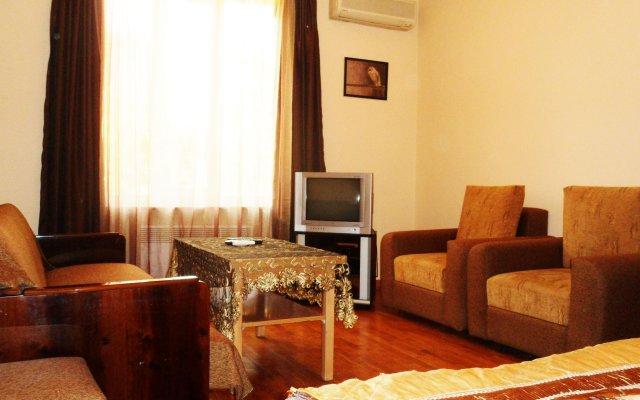 Отель Уютная квартира на перекрестке улиц Абовяна и Саят Новы комната для гостей