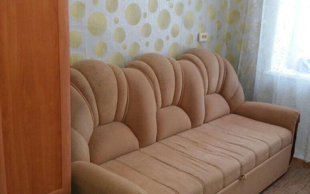 Апартаменты на Дежнева 2/2 комната для гостей