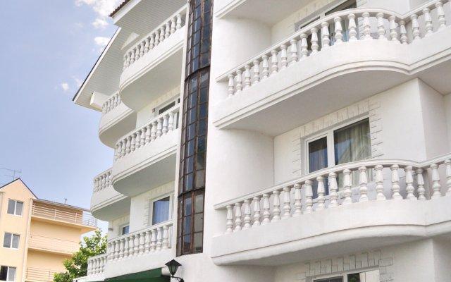 Гостиница Гостевой дом Александра в Сочи 3 отзыва об отеле, цены и фото номеров - забронировать гостиницу Гостевой дом Александра онлайн вид на фасад