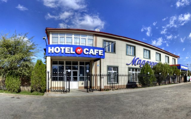 Отель Маданур
