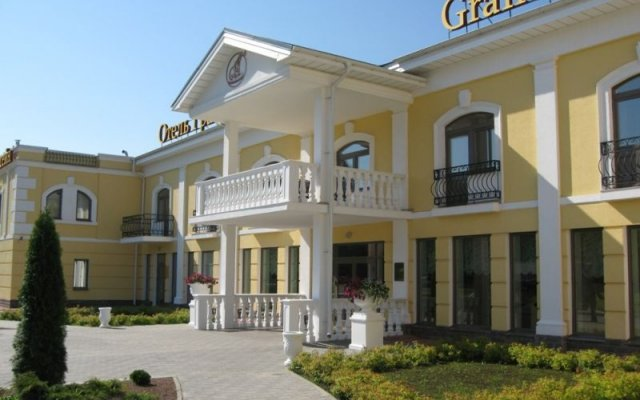 Гранд Петергоф СПА Отель вид на фасад