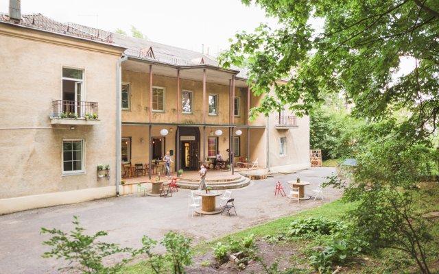 Отель Хостел и Кемпинг Downtown Forest Литва, Вильнюс - - забронировать отель Хостел и Кемпинг Downtown Forest, цены и фото номеров вид на фасад