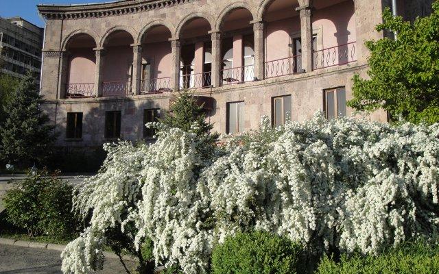 Отель Villa des Roses вид на фасад