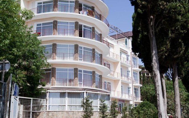 Гостиница Лазурный Алушта вид на фасад