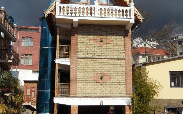 Мини-Отель Амазонка Ялта вид на фасад