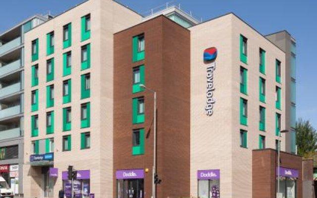 Отель Travelodge Hotel - Epsom Central Великобритания, Эпсом - отзывы, цены и фото номеров - забронировать отель Travelodge Hotel - Epsom Central онлайн вид на фасад