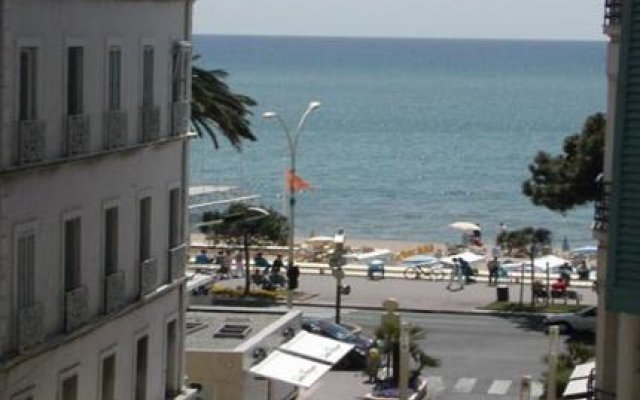 Azurene Royal Hotel 2
