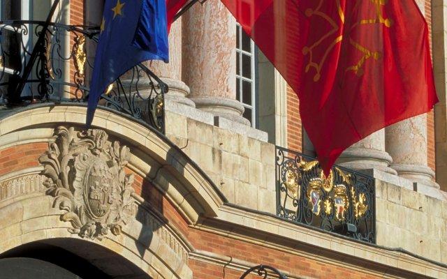 Отель Mercure Toulouse Centre Wilson Capitole hotel Франция, Тулуза - отзывы, цены и фото номеров - забронировать отель Mercure Toulouse Centre Wilson Capitole hotel онлайн балкон