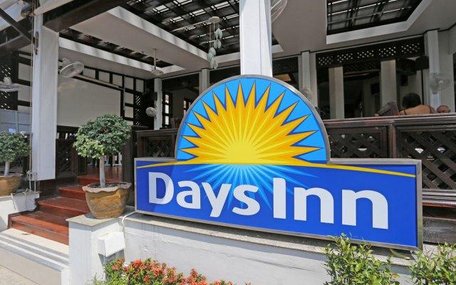 Отель Days Inn by Wyndham Patong Beach Phuket вид на фасад