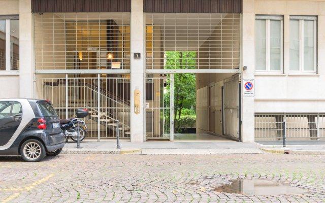 Апартаменты Hintown Apartments Montenapoleone Милан вид на фасад