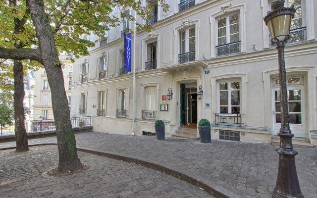 Отель Timhotel Montmartre Париж вид с балкона