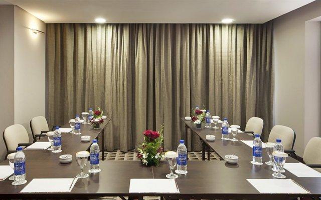 Oaks Liwa Executive Suites 2