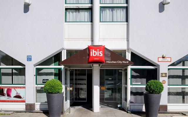 Отель ibis Muenchen City Nord вход в здание