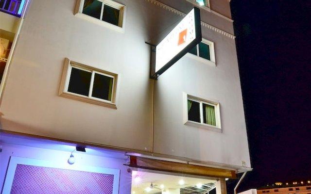 Squareone - Hostel закрытый бассейн