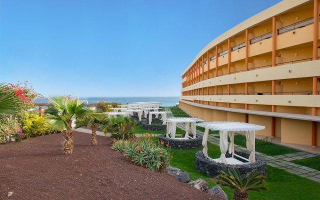 Отель Iberostar Playa Gaviotas - All Inclusive собственный двор