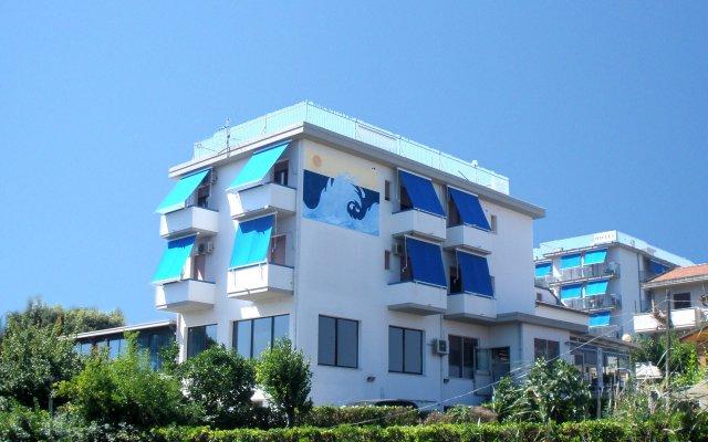Отель Mare Blu Италия, Пинето - отзывы, цены и фото номеров - забронировать отель Mare Blu онлайн вид на фасад