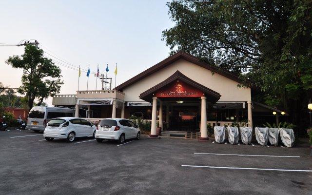 Отель Hyton Leelavadee Phuket парковка