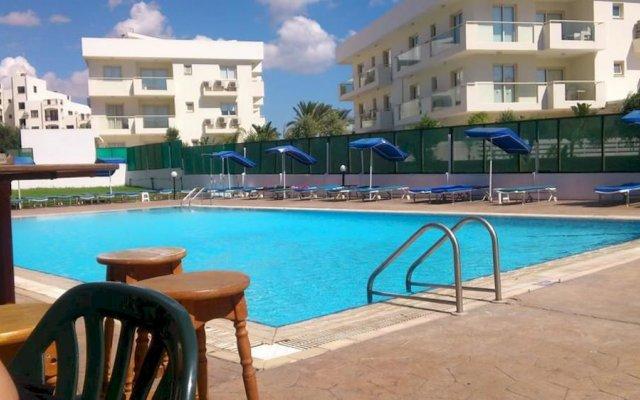 Livas Hotel Apartments бассейн