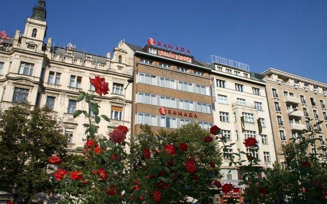 Отель Ramada by Wyndham Prague City Centre экстерьер