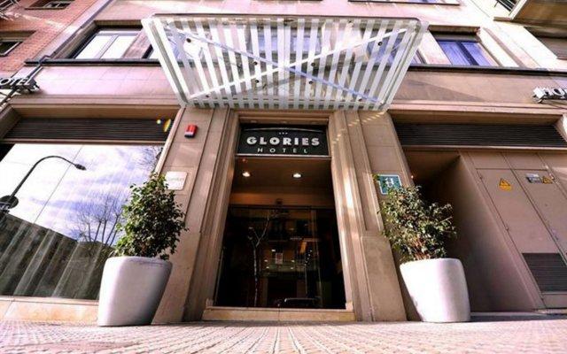 Hotel Glories крыльцо