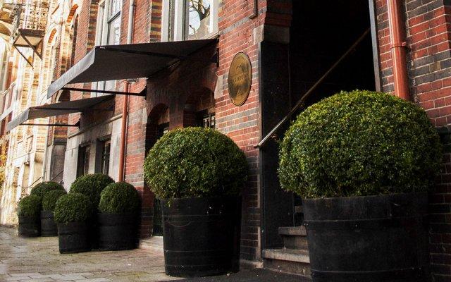 Max Brown Hotel Museum Square вход в здание
