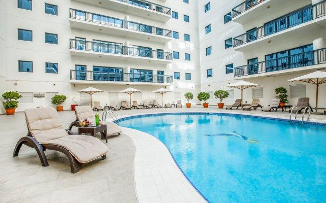 Golden Sands Hotel Apartments открытый бассейн
