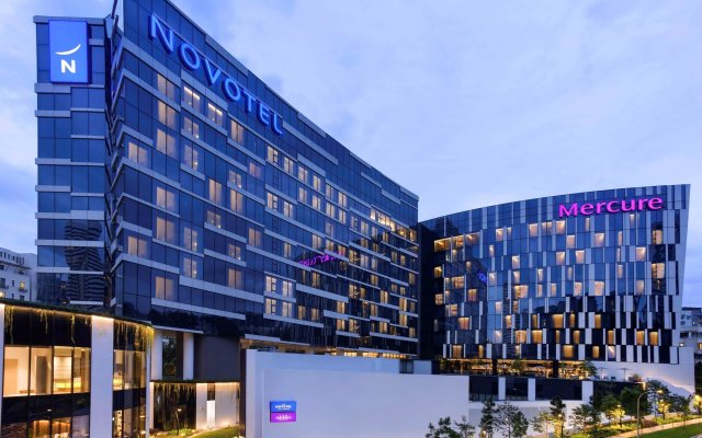 Отель Novotel Singapore on Stevens вид на фасад