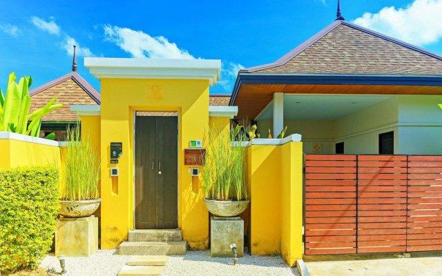 Отель Two Villas Holiday Oriental Style Layan Beach вестибюль