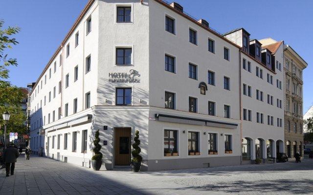 Hotel Blauer Bock вид на фасад