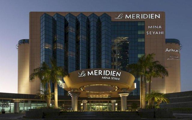 Отель Le Méridien Mina Seyahi Beach Resort & Marina вид на фасад