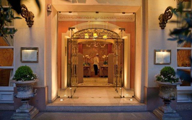 Отель LOTTI Париж вид на фасад